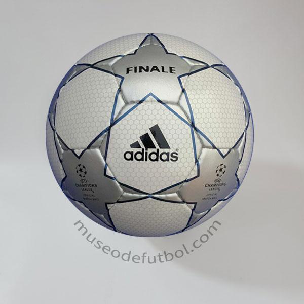 peso terrorismo Si  Adidas Finale 1 - Champions League 2001/2002 - Museo de Fútbol